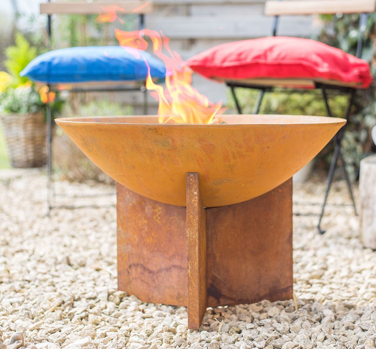 Rusty Shab Chic Cast Iron Fire Pit Savvysurfcouk with regard to proportions 1200 X 1114